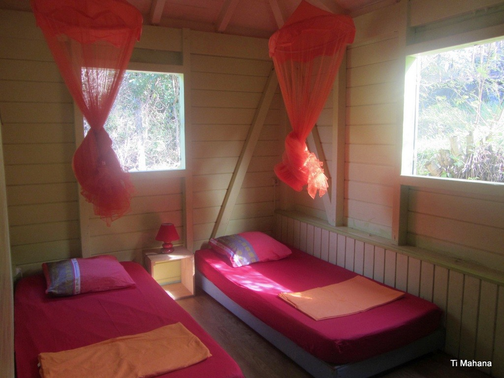 Chambre 4, deux fenêtres vue jardin !